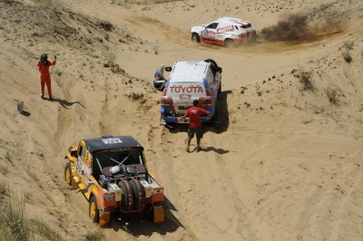 II etap Silk Way Rally 2012: lis w potrzasku