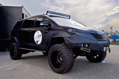 Toyota Ultimate Utility Vehicle - czarna eminencja