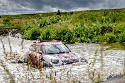 Silk Way Rally 2017 (etapy 1 i 2) – dominacja Peugeota, falstart Kamaza