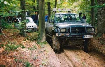 Przyjemne z pożytecznym - Rodzinny Zlot Pojazdów Terenowych w Kielcach 2004