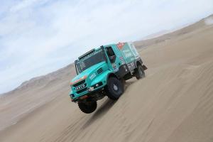 Kłopoty rajdu Dakar. Gerard De Rooy myśli o Africa Race 2016