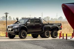 Toyota Hilux 6x6 - pickup z plusem