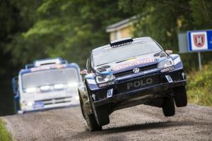 Kamaz 4326 vs. Volkswagen Polo R WRC. Pojedynek na drodze