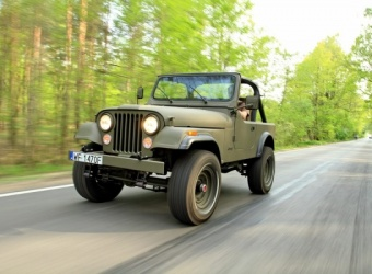 Pomysły głupie, głupsze i ...  Jeep CJ7 military