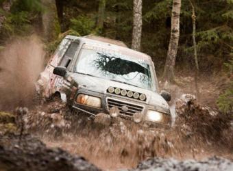 """Sposób na dobrą zabawę, czyli """"budżetowa"""" Suzuki Vitara Unitest Rally Team"""